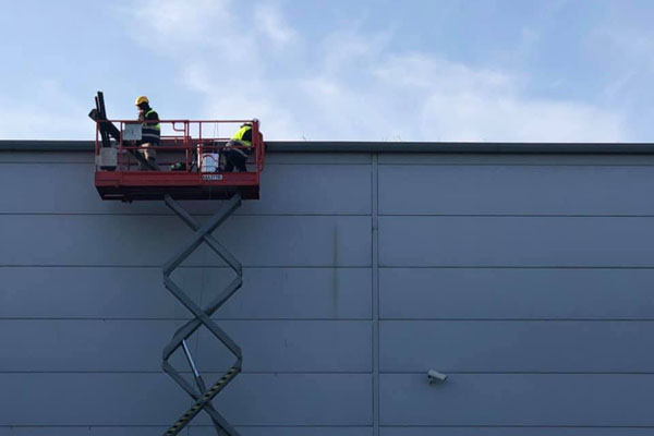 cleaning gutters high up