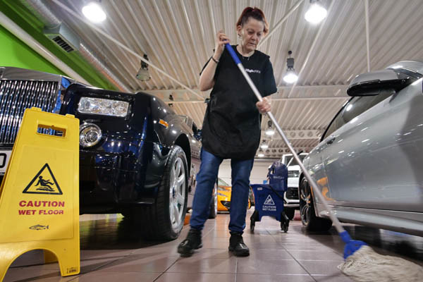 Car showroom cleaners in Leicester